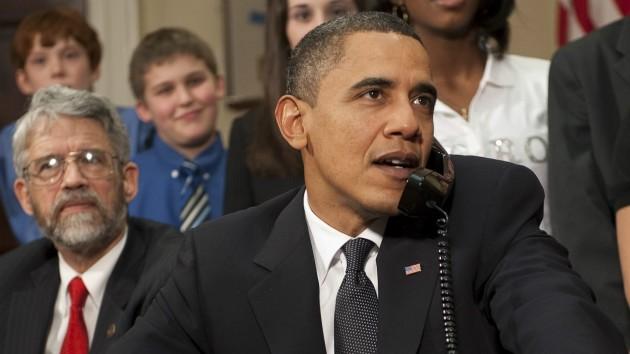 오바마 행정부에서 8년간 대통령 과학기술비서관을 지낸 존 홀드런 박사(왼쪽). 오바마 전 대통령은 홀드런 박사를 이너서클에 두며 - (주)동아사이언스 제공